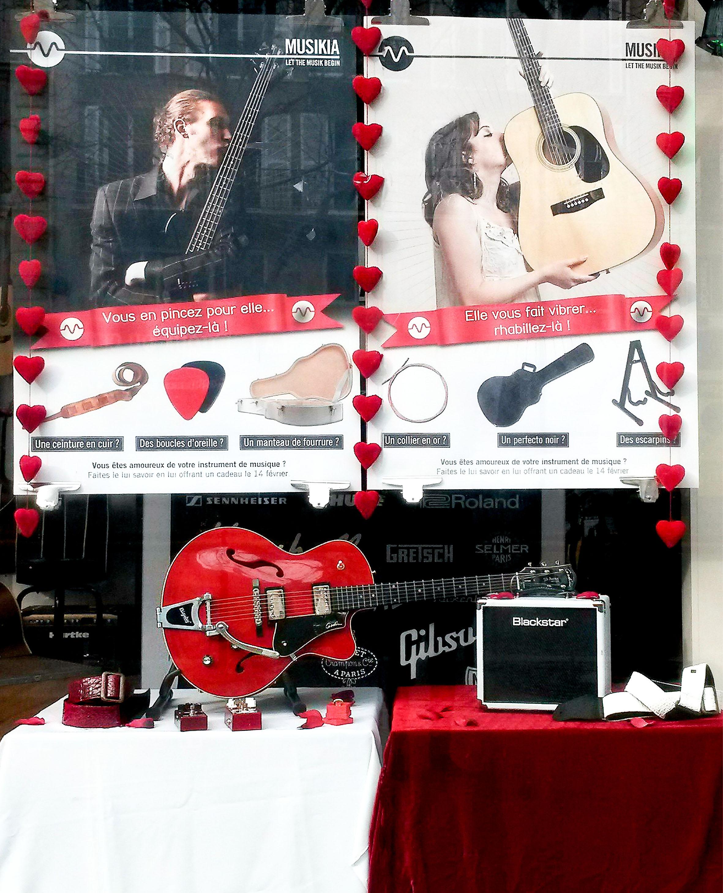 scénographie de vitrine pour magasin d'instruments de musique-ambiance saint Valentin-j'aime mon instrument